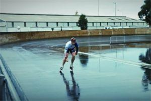 Inline-skaten in de regen
