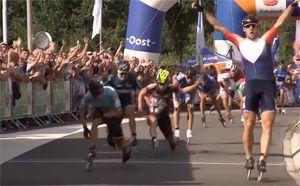 Gary Hekman wint de skeelermarathon op het EK inline-skaten in Heerde in 2016