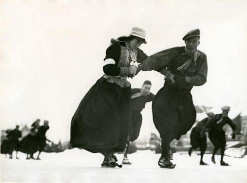 Schaatsen in klederdracht 1938