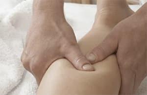 Massage kuitspier door fysiotherapeut