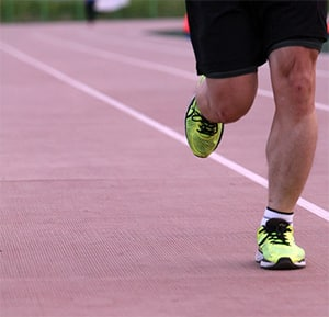 Hardlopen op een atletiekbaan