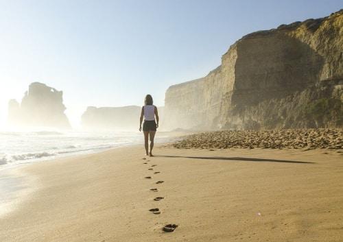 Lopen op het strand